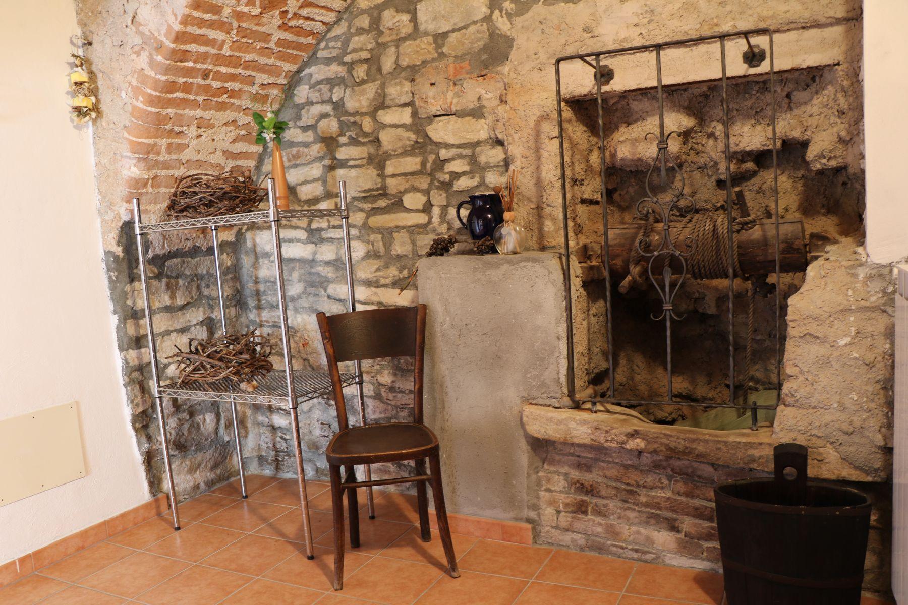Casa Re, Piemonte - Doppelzimmer mit urigen Details | Double room with rustic details | Camera doppia con dettagli rustici